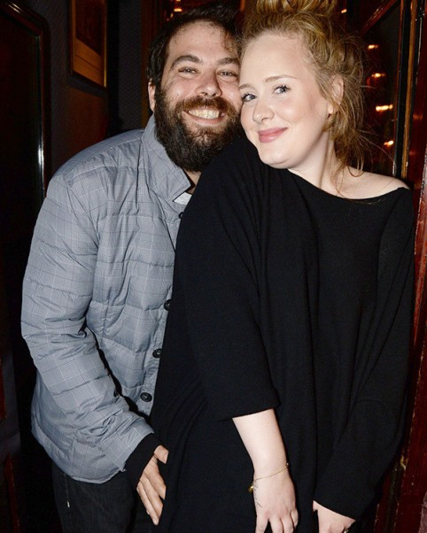 adele-longtime-boyfriend-finally-married-check-out-the-ring-shes-wearing-ftr-1 (1)