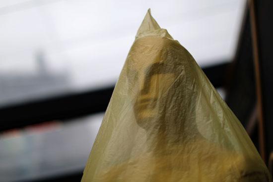 22828-تمثال-الأوسكار-مغطى-بالبلاستيك