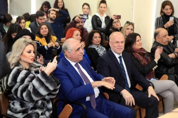 مدير كلية الاعلام د. هاني صافي ونقيب المحررين جوزيف قصيفي بين الحضور
