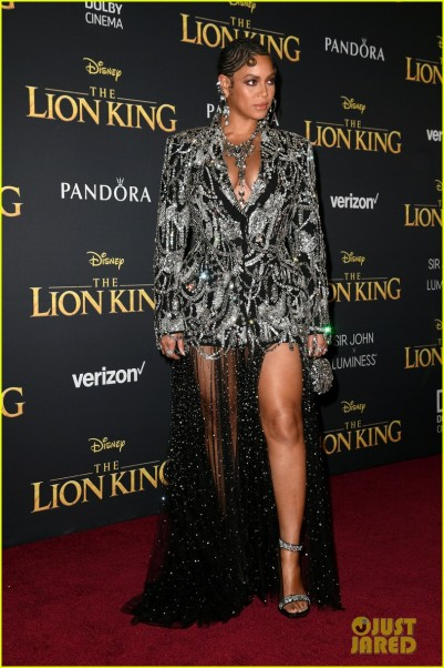 297158-beyonce-brings-daughter-blue-ivy-to-the-lion-king-premiere-11