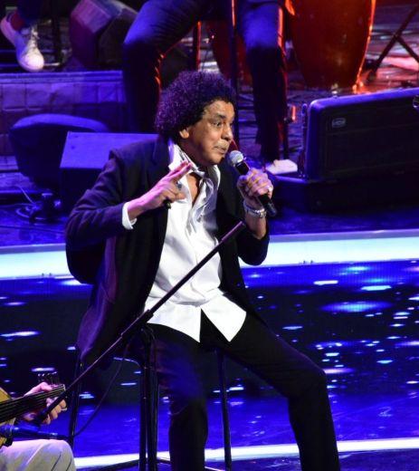 محمد-منير-جالساً-في-الاوبرا.jpg33